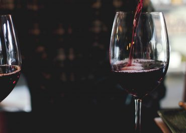 """საპარლამენტო დელეგაცია ბორდოში """"საქართველო-ღვინის აკვანის"""" გამოფენის დახურვას დაესწრო"""